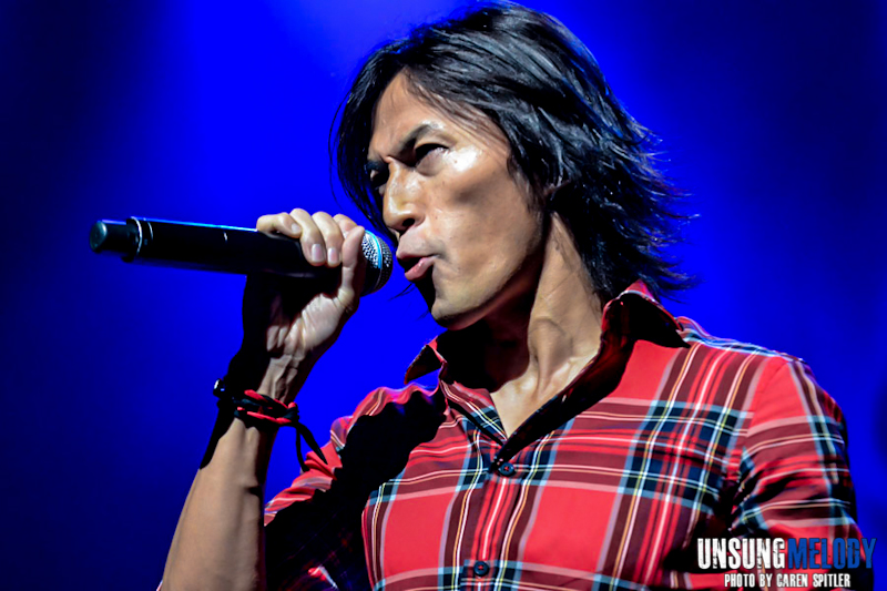 A concert photo gallery of B'z in Hollywood!